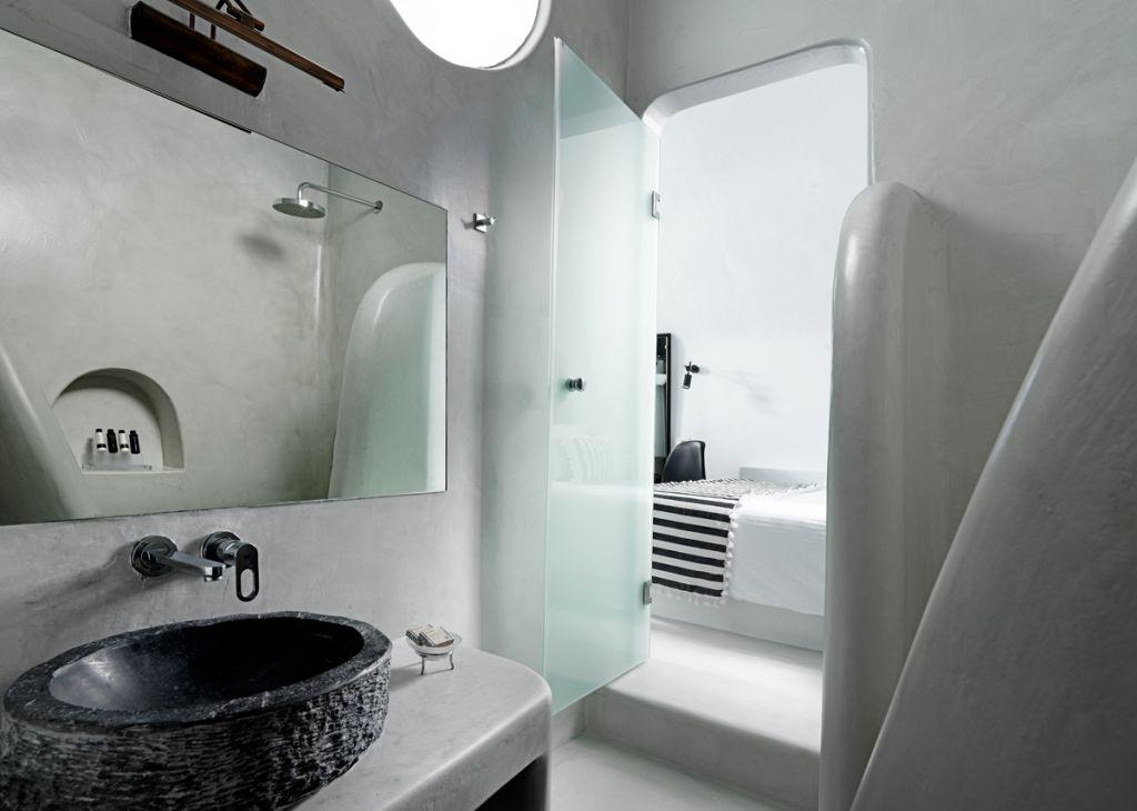 suite avec jacuzzi int rieur priv et vue sur la caldeira. Black Bedroom Furniture Sets. Home Design Ideas