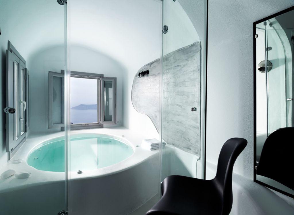 suite avec jacuzzi int rieur priv et vue sur la caldeira l h tel tholos. Black Bedroom Furniture Sets. Home Design Ideas
